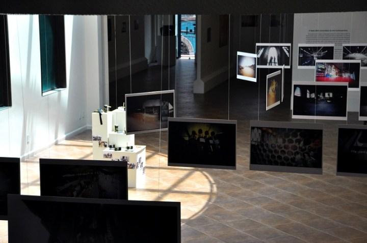 Vista de uma exposição de fotografias pinhole realizada no Centro Cultural Sesc Boulevard em 2011. Foto: Debb Cabral
