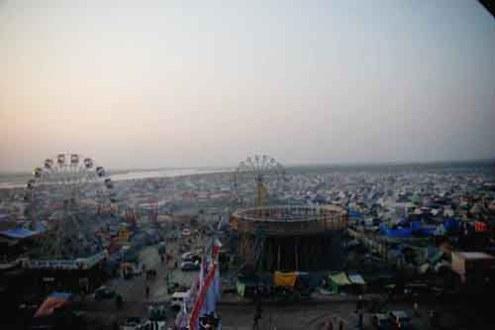 गंगा किनारे मेला ककोड़ा में बसा तंबुओं का विशाल नगर