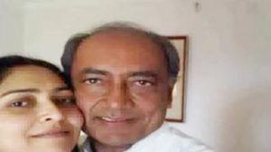 सोशल मीडिया पर दिग्विजय सिंह और अमृता राय की वो तस्वीर, जो चर्चा का विषय बनी हुई है।