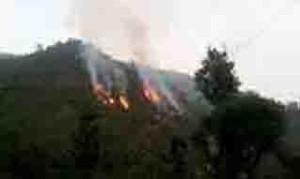 आग से धधकते उत्तराखंड के पहाड़