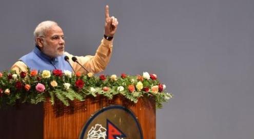 नेपाल की संसद को संबोधित करते भारत के प्रधानमंत्री नरेंद्र मोदीै।