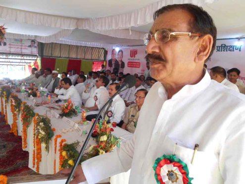 कार्यक्रम में बोलते ग्राम्य विकास राज्यमंत्री ओमकार सिंह यादव।