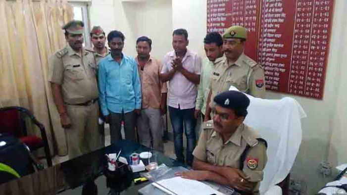 बरेली के चार शातिर युवक नकली करेंसी के साथ लाबेला गेस्ट हाउस से गिरफ्तार
