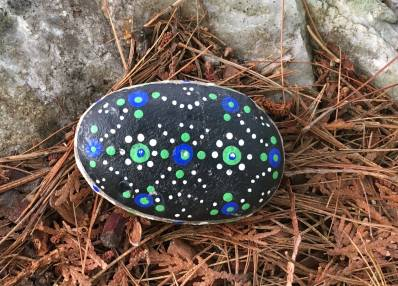 Painted rock found along the trail to Artist Lake