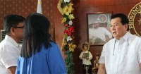 The Governor Talks about Bulacan scholars