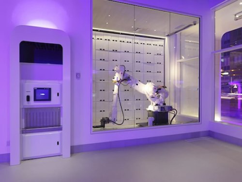 Yobot The Luggage Robot At Hotel Yotel New York