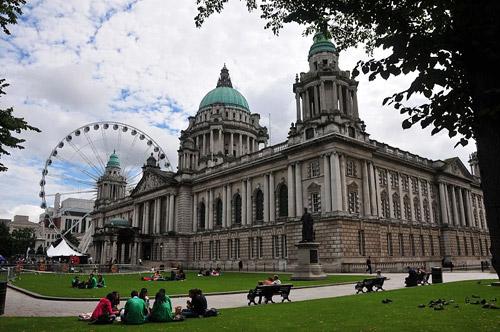 Belfast Attractions: Belfast City Hall, Northern Ireland