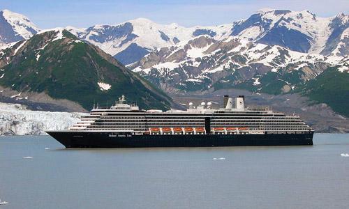 Alaska Cruise: Cruise ship overlooking Hubbard Glacier
