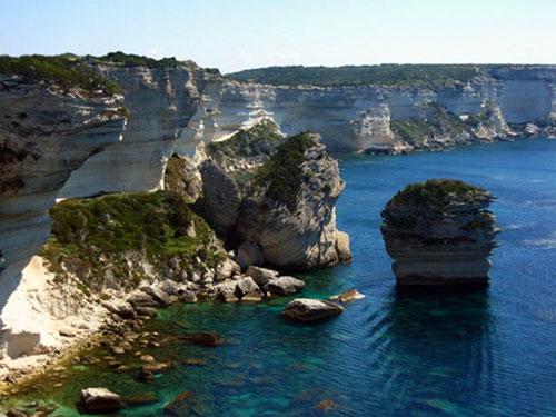 Bonifacio and its cliffs