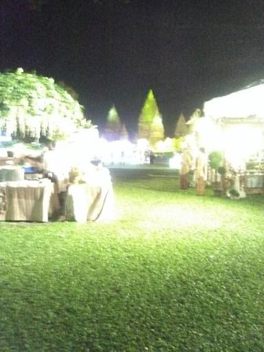 suasana malam hari di pesta pernikahan