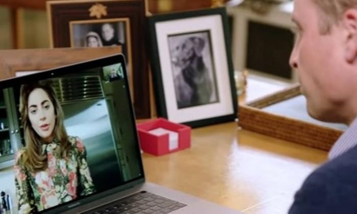 Lady Gaga conversa com Príncipe William sobre saúde mental via web
