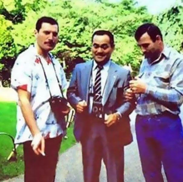 freddie-mercury-jim-hutton-candid-photos-12-592d3b95930e2__605