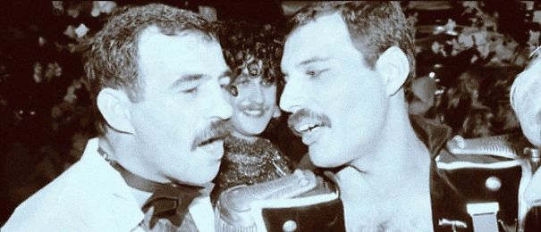 freddie-mercury-jim-hutton-candid-photos-21-592d4aeabed39__605