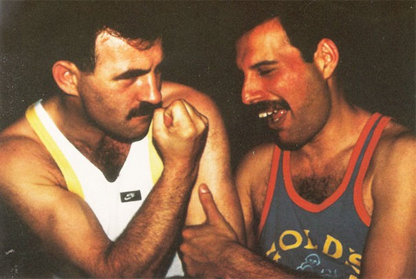 freddie-mercury-jim-hutton-candid-photos-26-592d604d048a2__605