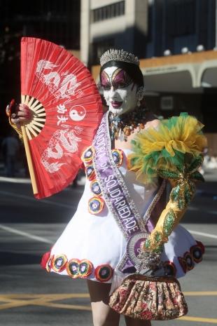 A drag queen Isabelita dos Patins na 14ª edição do evento, em 2010