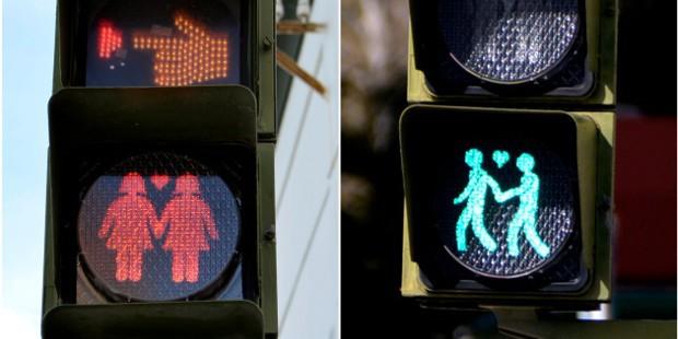 Madri coloca casais do mesmo sexo nos semáforos