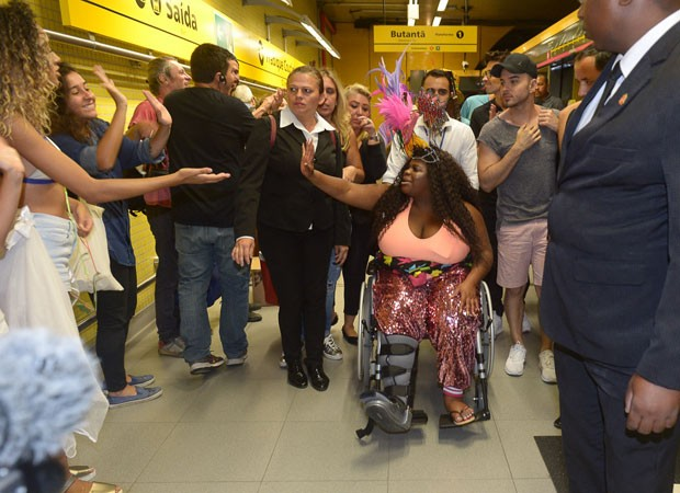 Jojo Todynho na linha amarela (Foto: Francisco Cepeda/AgNews)