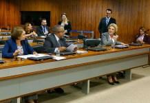Ângela Portela e Paulo Paim ao lado de Marta Suplicy, relatora do projeto que inclui mulheres transgêneras entre as que serão protegidas pela Lei Maria da Penha
