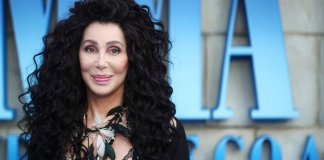 Cher deve ter realmente gostado de sua experiência de trabalho em Mamma Mia! 2 para virar e produzir um álbum com a música do ABBA.