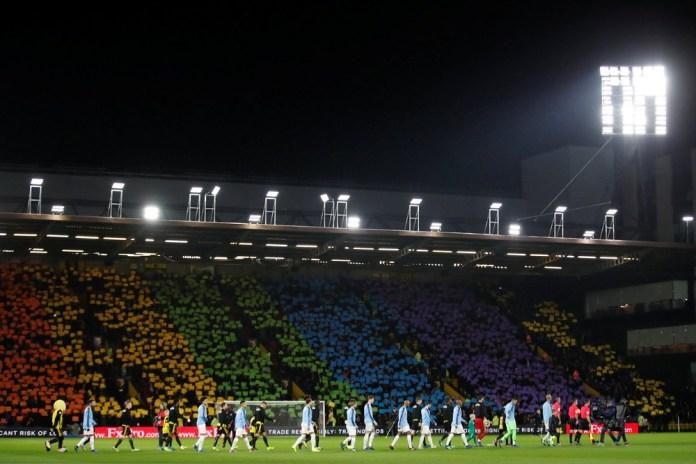 futebol Mosaico nas cores do arco-íris da torcida do Watford — Foto: Reuters