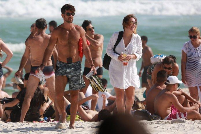 Marcos Pitombo celular iphone praia smartphone