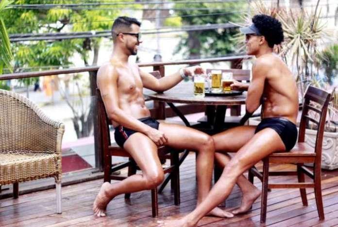 Os homens entraram na onda do bronzeamento que usa fitas adesivas - Silmar Silva/Divulgação