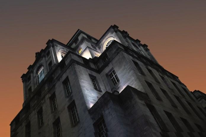 """O filme """"Retorno do Marry Poppins"""" chegou às telas no Brasil e o mundo dos """"bancos"""" está no centro da história. O próprio Reino Unido tem uma longa história bancária, com edifícios que abrigaram as filiais dos maiores bancos do mundo agora transformados em elegantes hotéis, restaurantes e atrações."""