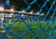 Um grupo de gays, travestis e lésbicas criou a equipe de futebol Unicorns Futebol Clube para poderem fazer aquilo de que sempre foram excluídos: jogar futebol. Foto: UOL