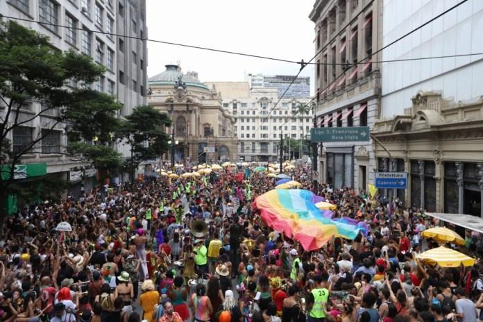 Com produção da Pipoca, o desfile de 10 anos da Orquestra aconteceu neste domingo e reuniu cerca de 30 mil foliões na região central da cidade