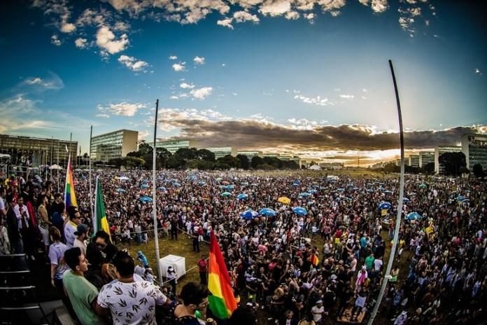 A 22ª Parada do Orgulho LGBTS de Brasília será realizada no domingo 14 de julho. A concentração será feita em frente ao Congresso Nacional. Em 2018, esse evento reuniu 100 mil pessoas.