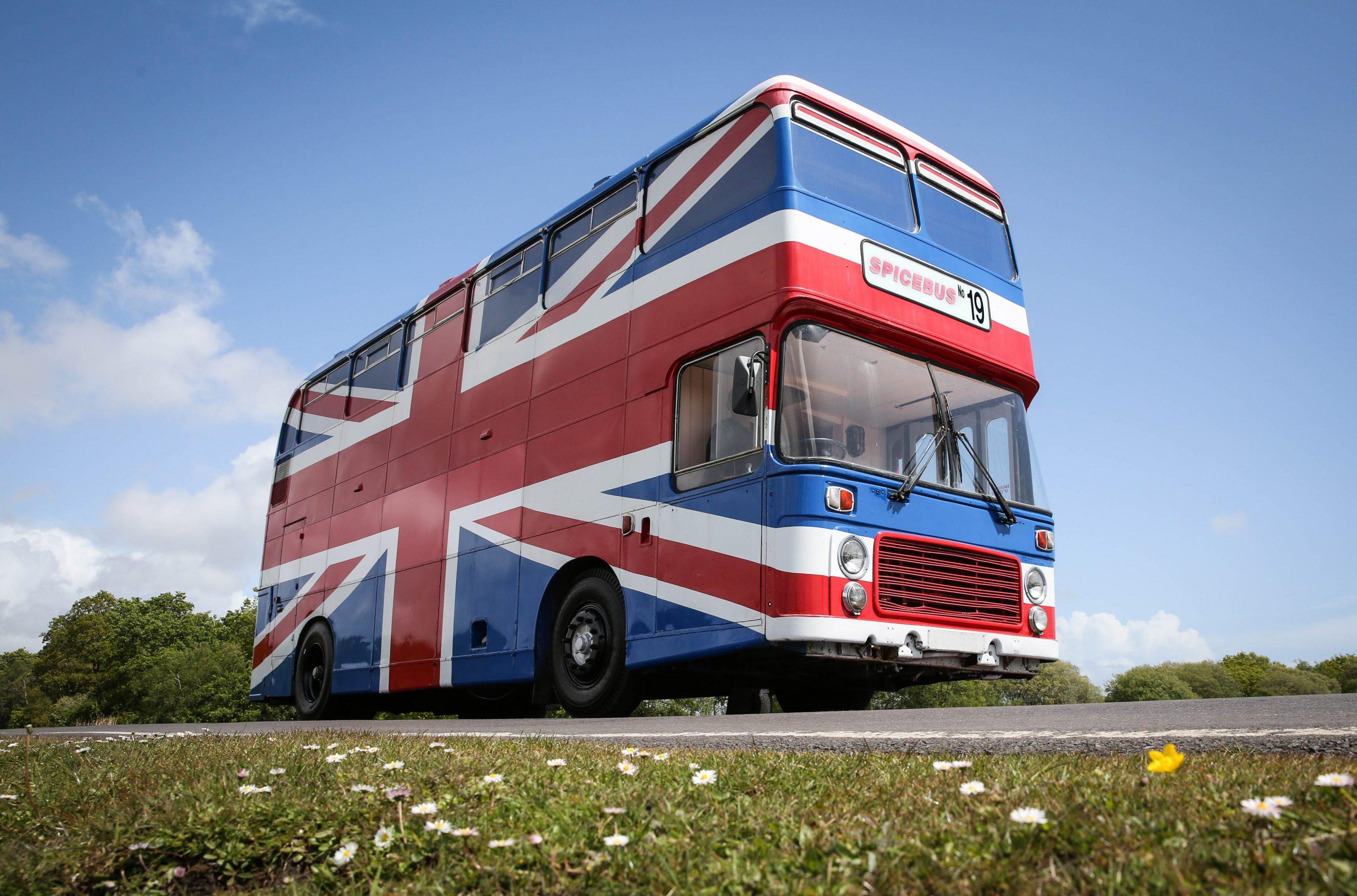 Ônibus das Spice Girls pode ser alugado pelo Airbnb para hospedagem
