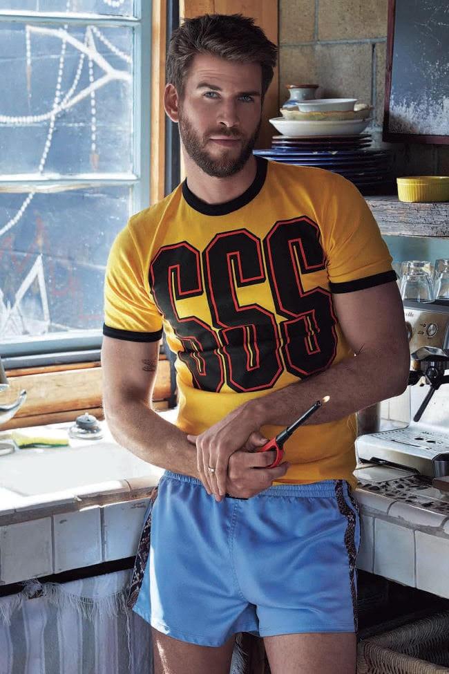 Camisa, aprox. $ 112, e shorts, POA, ambos da SSS World Corp