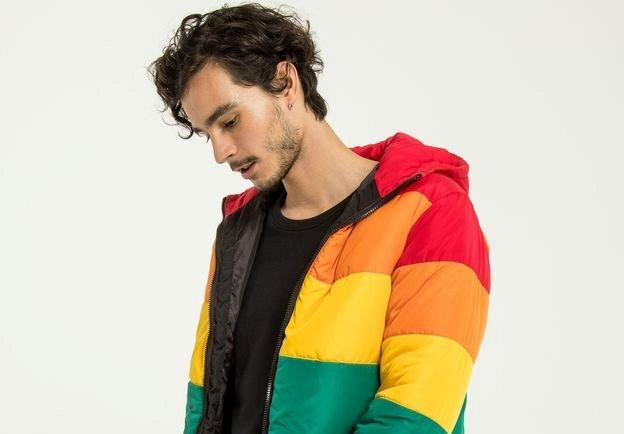 24 itens que estão no Kit Gay de junho; alguns têm arco-íris