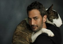 Marc Jacobs with his dog Neville, in New York. Foto: W Magazine