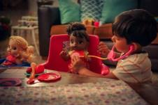 Baby Alive reforça mensagem sobre benefícios da boneca em campanha do Dia dos Pais