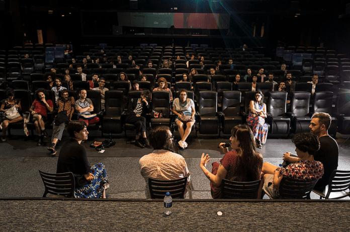 8 filmes disponíveis para quem quiser organizar exibições gratuitas em qualquer lugar do Brasil