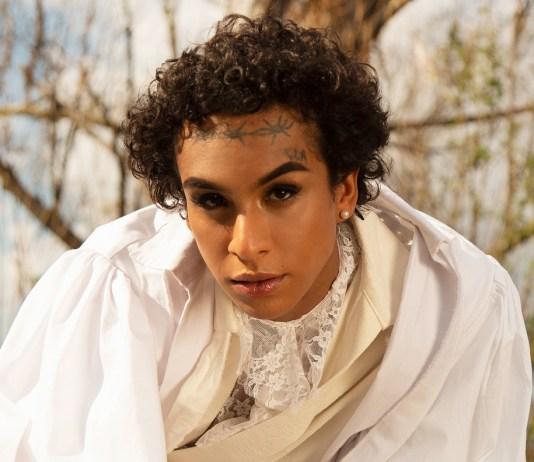 """Linn da Quebrada estreia single-clipe, """"Oração"""""""