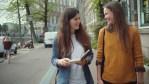 Protagonizado por romance lésbico, série holandesa ANNE+ reestreia no Youtube