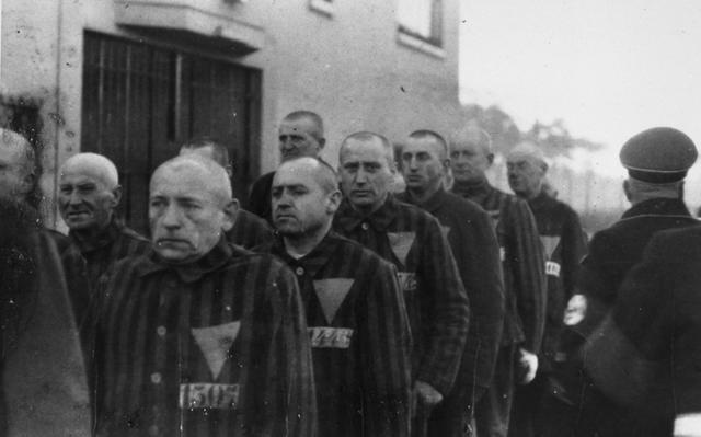 O nazismo perseguia os gays sob o argumento de incompatibilidade com o regime pelo impedimento da reprodução da raça superior (Foto: Reprodução)