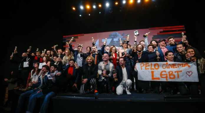Manifestações contra a censura continuaram durante a cerimônia de premiação | Foto: Edison Vara/Agência Pressphoto