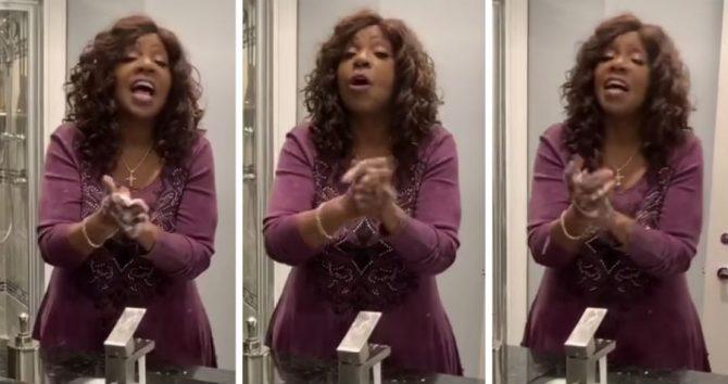 "Gloria Gaynor faz 'viral' para combater o coronavírus: ""I Will Survive"""