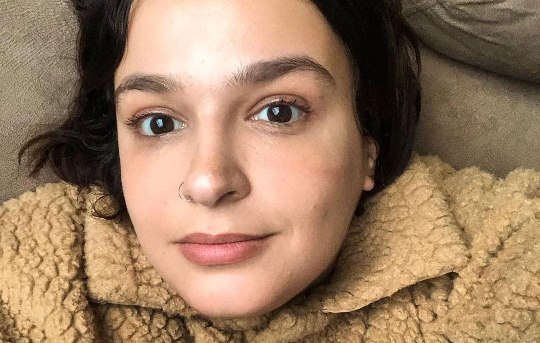 """""""Me rotulavam de lésbica, maconheira e esquerdista. Isso não me ofendia"""", conta Amanda Ramalho em entrevista"""