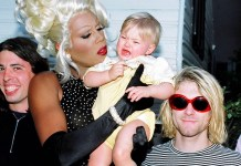 Dave Grohl, RuPaul segurando a filha de Kurt (Frances) e Cobain Reprodução