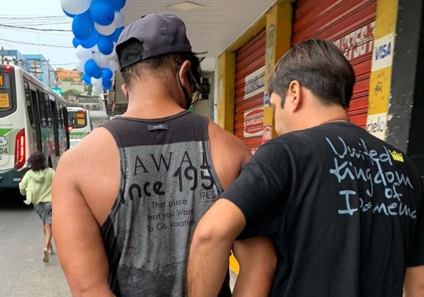 Garoto de programa é preso após esfaquear francês no RJ