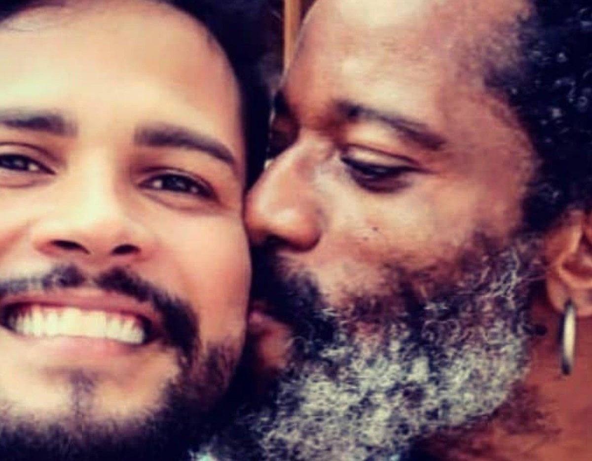 Ator da Globo assume namoro com arquiteto nas redes sociais