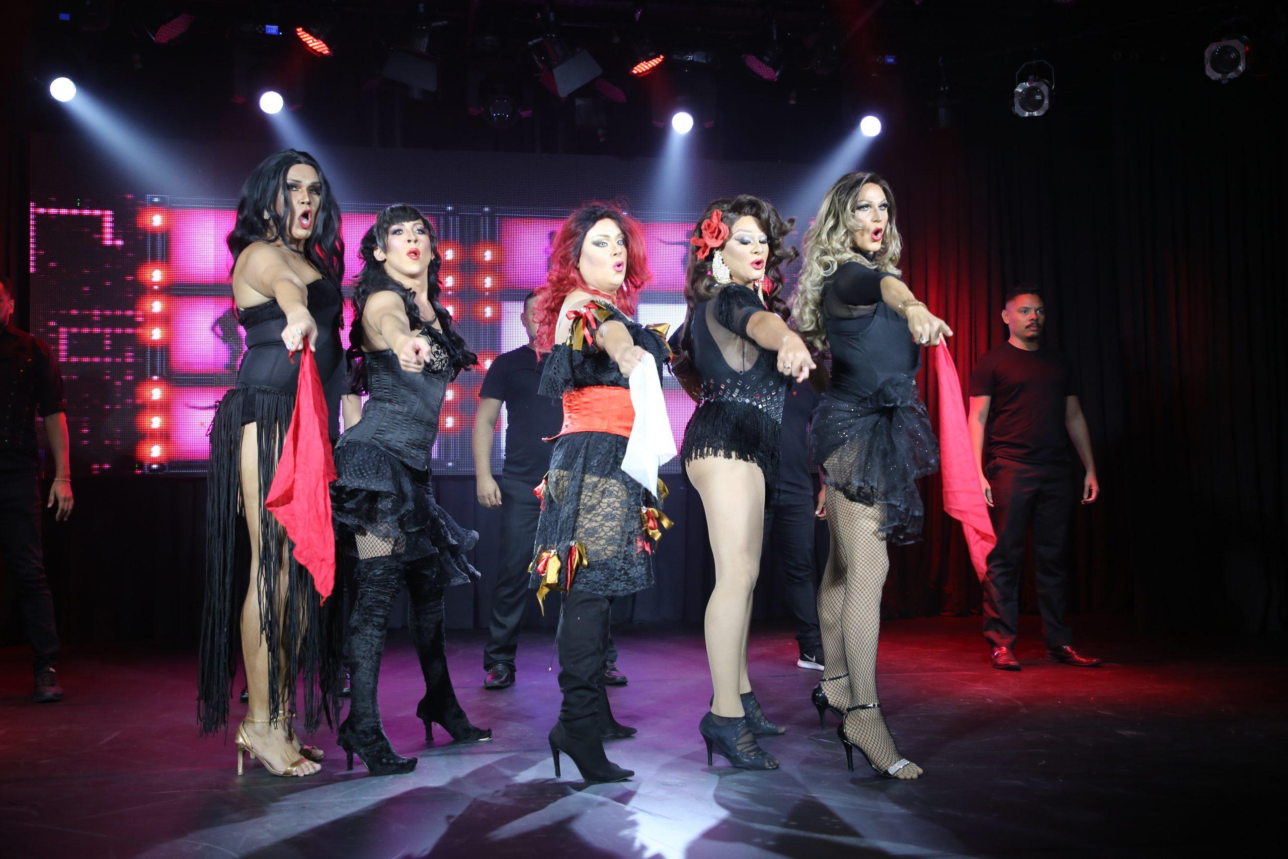 Transformistas cearenses montam espetáculo para apresentar no Youtube