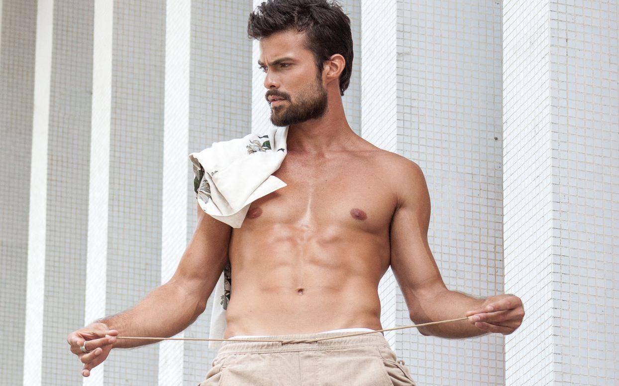 """Conheça Victor Sparapane, o ator que interpreta Manaus em """"Cidade Invisível"""""""