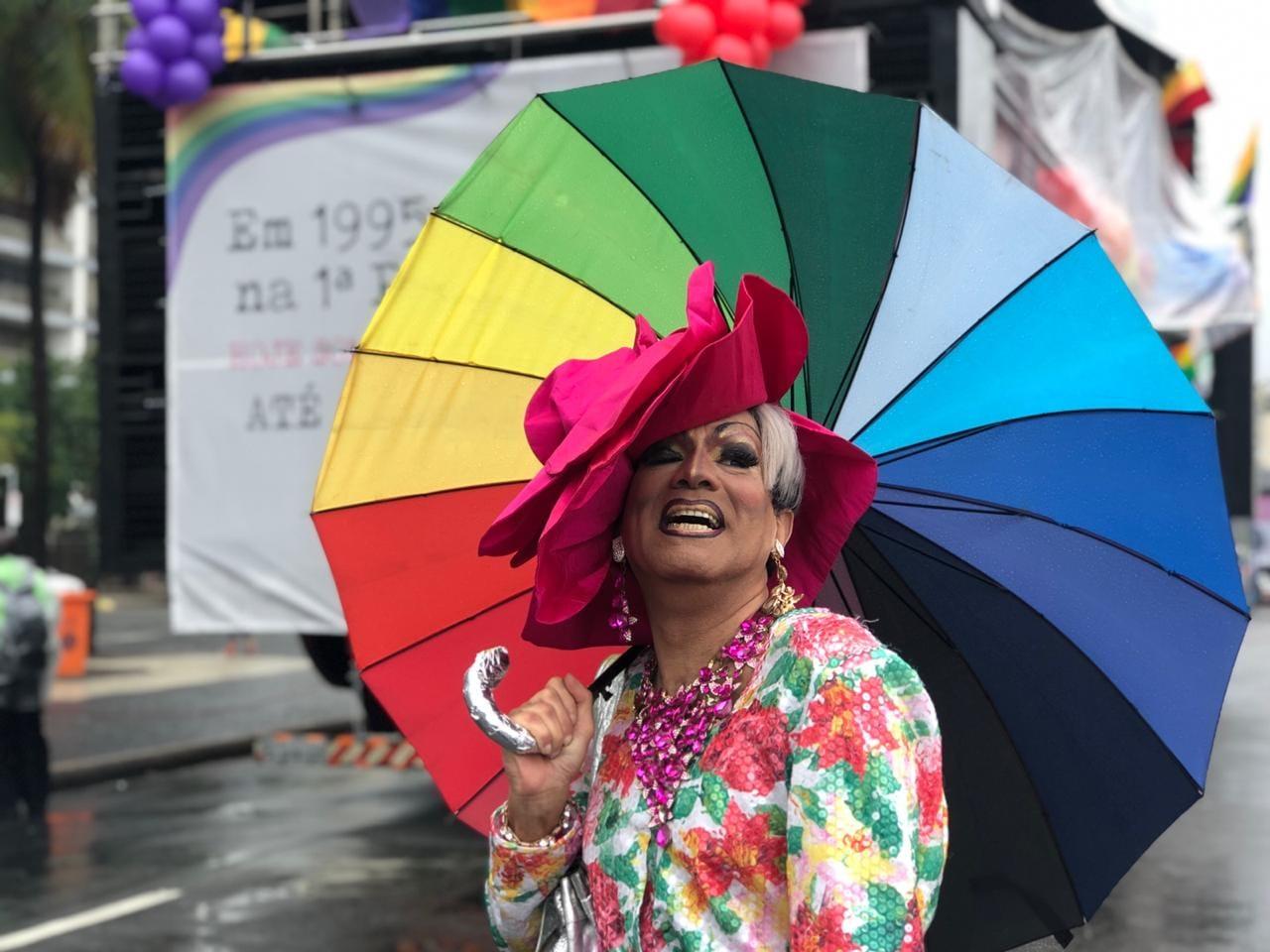 """""""As pessoas me matam desde os anos 80 por eu ter abraçado a causa do HIV"""", conta Lorna Washington"""