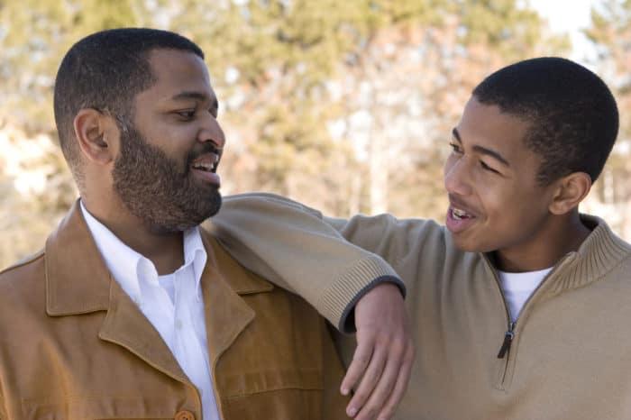 Universidade busca voluntários para pesquisa sobre aceitação de pais de pessoas LGBT+