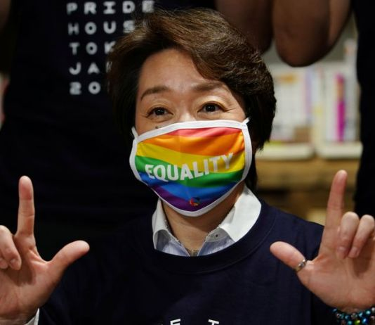 A presidente do comitê dos jogos Olímpicos Tóquio-2020, Seiko Hashimoto, visitou o primeiro centro LGBTQIA+ permanente do Japão, O Pride House Tokyo Legacy, no dia 27 de abril.